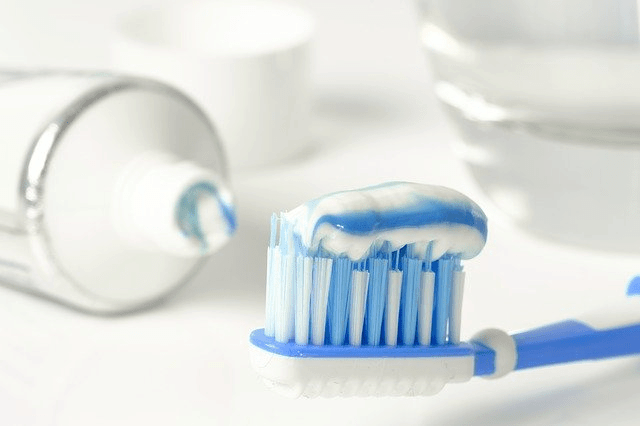 toothpaste-3067569_640